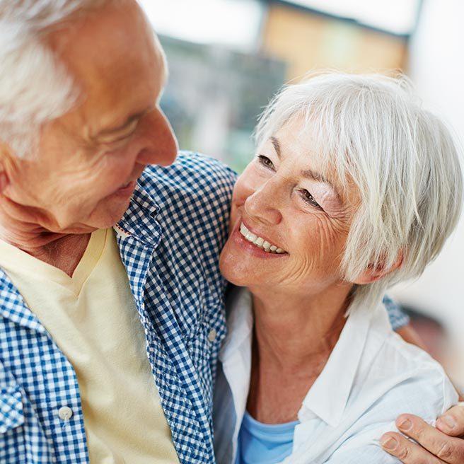 Umarmende Senioren | Ramend